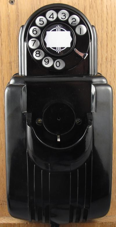 Stromberg Carlson 1211 with dial - Front View no handset
